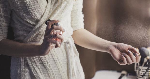 Zahalte se do vůní podzimu. Které parfémy tuto sezonu potřebujete?