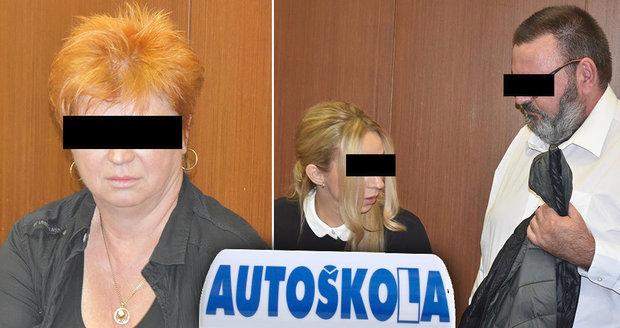 Iveta G. (54, vlevo) a manželé Blanka G. (37) s Tomášem G. (53), všichni šéfové velkých moravskoslezských autoškol, stojí před soudem za údajné podvody s rekvalifikačními kurzy.