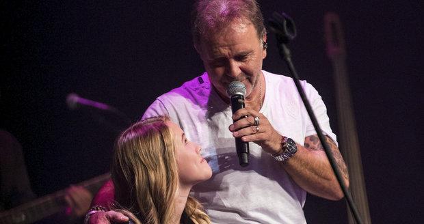 Jakub Smolík na koncertě zazpíval nejdříve své dceři...