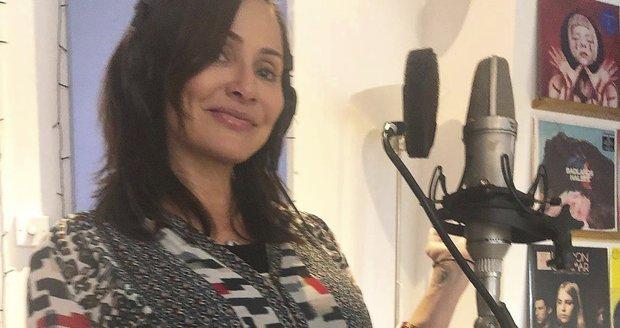 Během těhotenství pilně nahrávala nové album.
