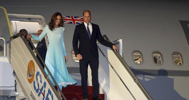 Přílet prince Williama a Kate Middletonové do Pákistánu