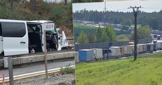Ranní peklo na dálnici D1: Dvě nehody zkomplikovaly provoz: Řidiči uvázli v dlouhých kolonách