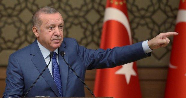 Pustíme uprchlíky do Evropy, znovu pohrozil Erdogan. Chce podporu v Sýrii