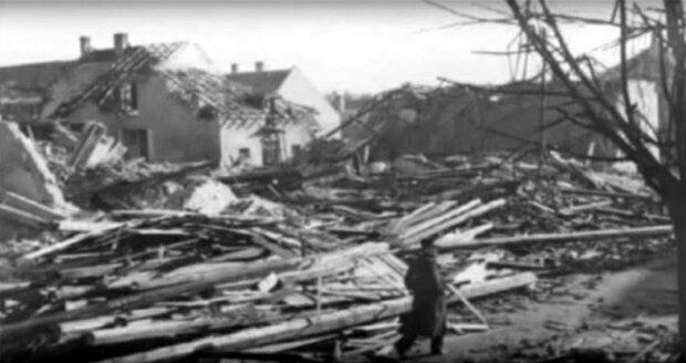 Dobové snímky ukazují, jakou škodu napáchal v Hodoníně nálet 20. listopadu 1944.