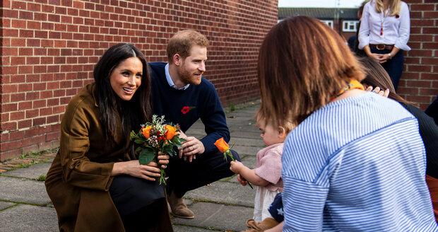 Harry a Meghan zašli na ranní kávu se členy rodin vojáků nasazených do akce