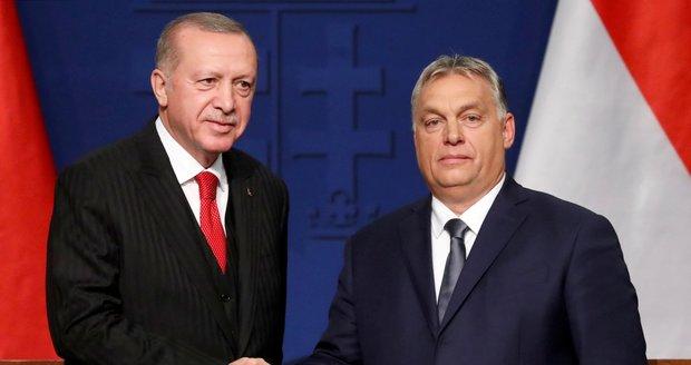 """Erdogan znovu hrozil, Orbán zíral. """"Otevřu uprchlíkům bránu do Evropy"""""""