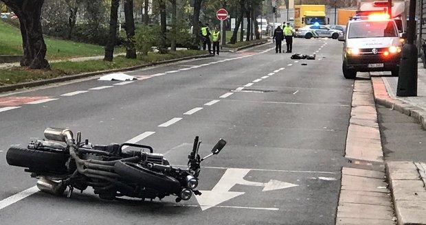 Tragédie na Smíchově! Při nehodě zemřela žena (†35) a pes, policie hledá svědky