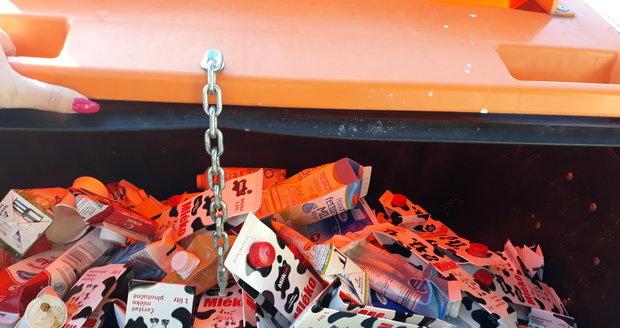Nesešlápnutý a nezmačkaný odpad zabírá v kontejnerech více místa, než sešlapaný či jinak zpracovaný. Kontejnery jsou pak v důsledku toho přehlcené. (ilustrační foto)