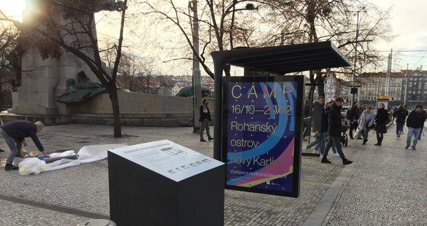 Praha testuje nový typ zastávky na Palackého náměstí.