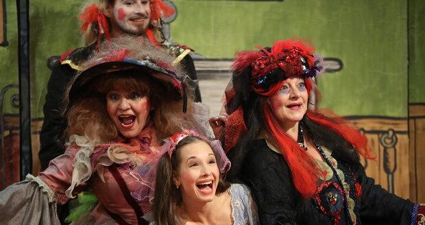 Divadelní představení si kromě publika užívali i herci.