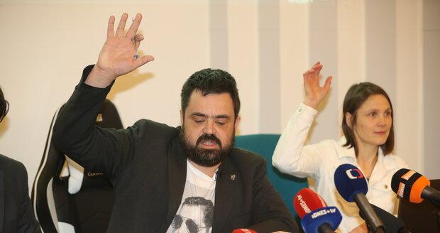 """""""Ať Češi postaví šibenici!"""" Novotného i pomník znovu kritizovali v ruské státní televizi"""