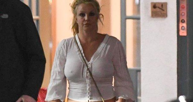 Britney Spearsová vypadá mírně řečeno neupraveně.