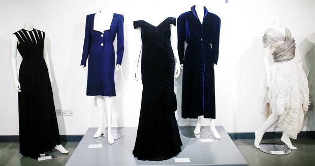 Ikonické šaty lady Diany šly do aukce.