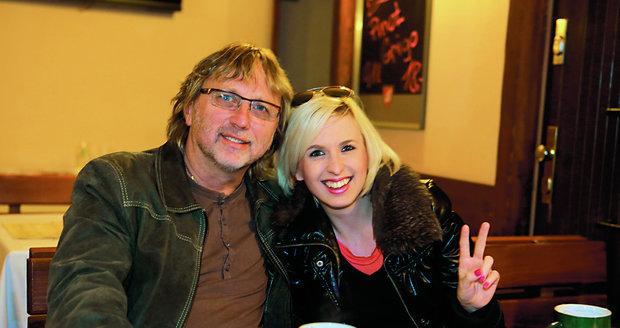 S dcerou Jiřinou Annou, která také zpívá.