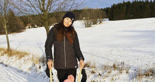 Agáta Hanychová s dcerou Miou na horách