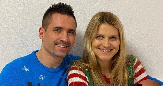 Tomáš Plekanec s Lucií Šafářovou a malou Leontýnkou