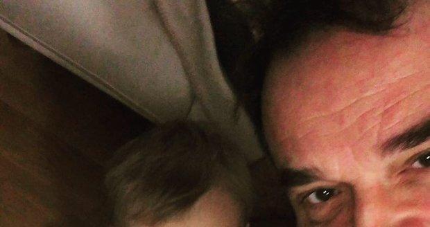 Miroslav Etzler zveřejnil fotku syna na nočníku...