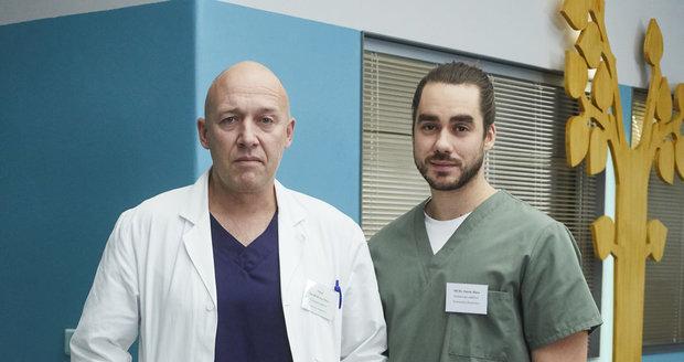 Robert Jašków jako doktor Mára a jeho seriálový syn Patrik (Patrik Děrgel) v nových barvách
