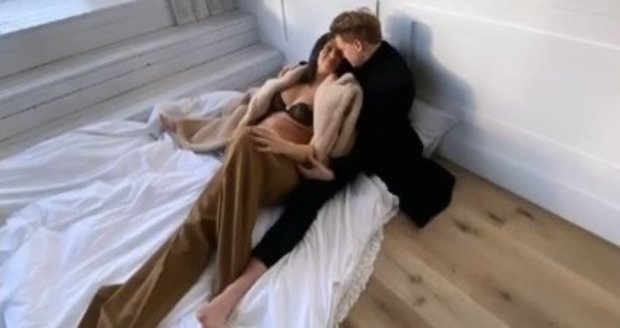 Těhotná Aneta Vignerová s přítelem Petrem Kolečkem