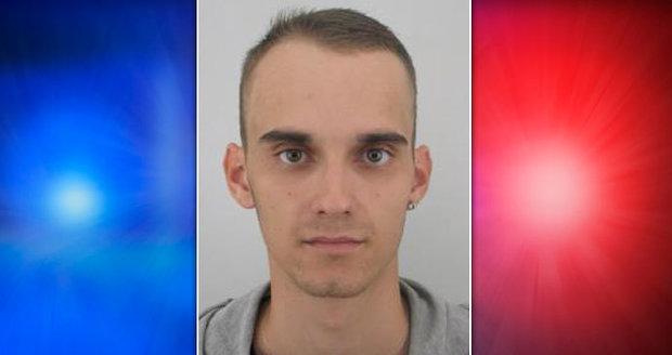 Policisté pátrají po 26letém Radkovi, který už se už dva roky vyhýbá vězení.