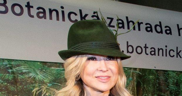 Kateřina Kaira Hrachovcová v Botanické zahradě