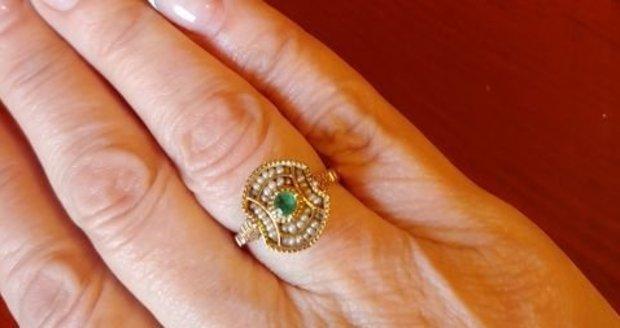 Smaragdový prsten Dády Patrasové