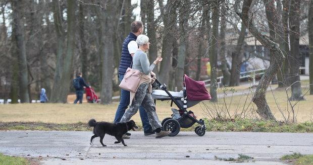 Češi si užívají mimořádně teplé počasí (1.2.2020).