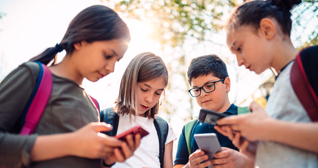 Rodiče by byli v šoku, kdyby věděli, co jejich děti dělají na webu