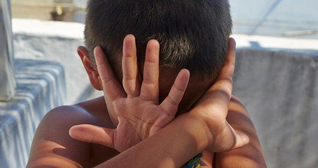 Tři roky vyfasovali rodiče z Brněnska za týrání a podvýživu svého ročního chlapce. Chlapce zachránili lékaři na poslední chvíli.  Ilustrační foto