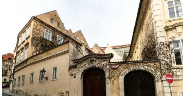 Zdena Hadrbolcová bydlí 50 let na stejném místě v Praze.