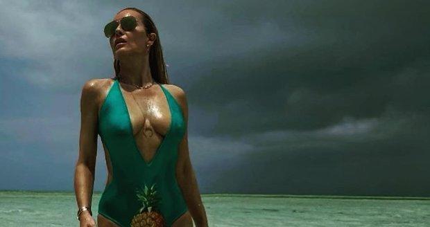 Simona Krainová v plavkách