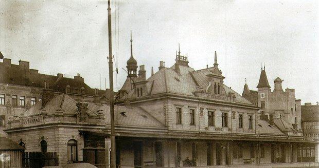 Takto nádherně vypadala nádražní budova vyšehradského nádraží v dobách své největší slávy.