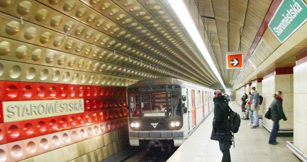 Stanice metra linky A Staroměstská.