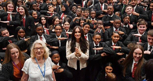 Meghan Markle promlouvala k studentům londýnské školy