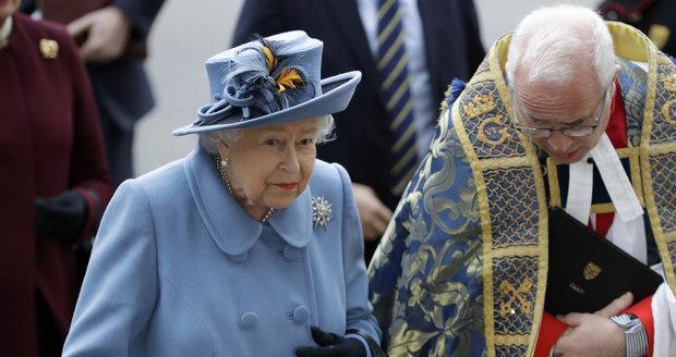 Královna Alžběta II. ve Westminsterském opatství.