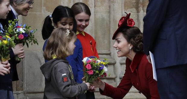 Kate Middletonová (38) dostala také jednu z květin.