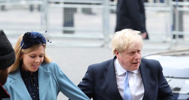 Britský premiér Boris Johnson se svou těhotnou přítelkyní Carrie Symondsovou, (9. 3. 2020).