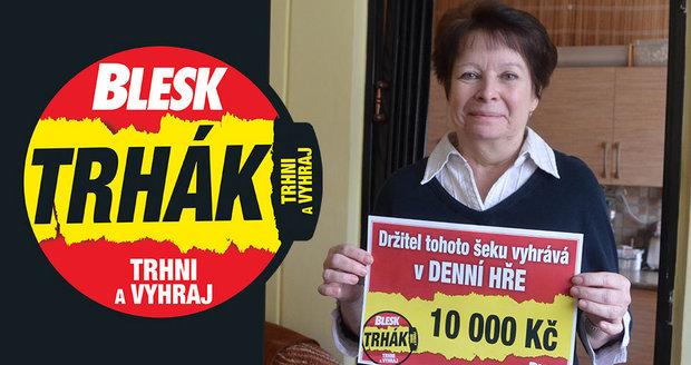 Jana Olivová z Úpice se raduje z výhry deset tisíc korun.