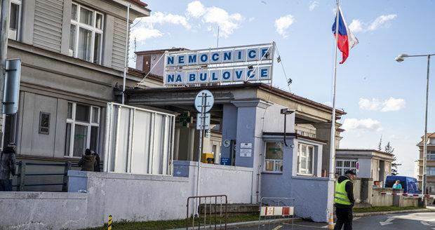 Pražská Nemocnice Na Bulovce se stará o pacienty s koronavirem.
