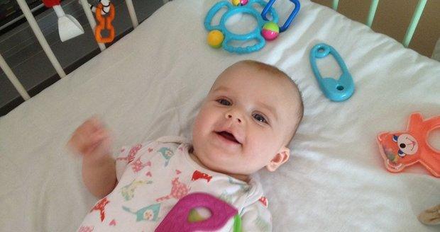 Julinka dvě hodiny před operací páteře.