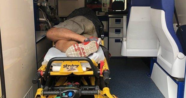 Záchranáři mnohdy zažívají perné chvíle. Ohrožují je agresivní pacienti. Roli v tom často hrají drogy a alkohol