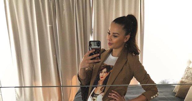 Monika Bagárová v 8. měsíci těhotenství hlásí 13 kg nahoře.