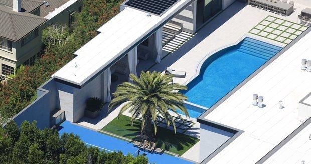 Nová luxusní vila Kylie Jenner za téměř miliardu korun ukrývá 7 ložnic, 14 koupelen, hernu, kino, tenisový kurt nebo 20místnou garáž
