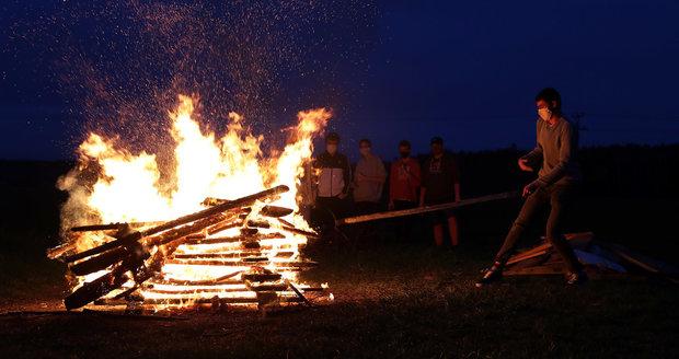 Brujas ardientes en Praga: este año nuevamente sin grandes eventos, ¿cómo encender un fuego de manera segura?
