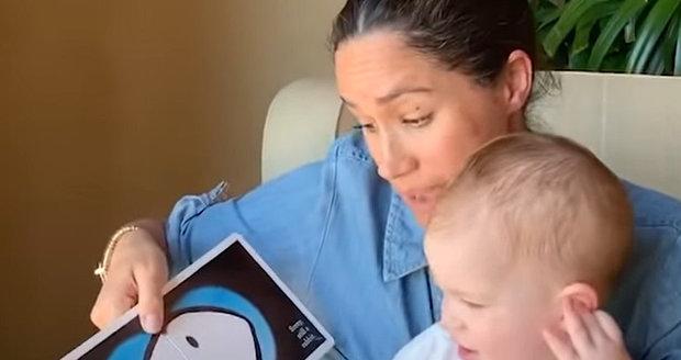 Meghan Markleová ukázala Archieho a společně přečetli knížku pro děti.
