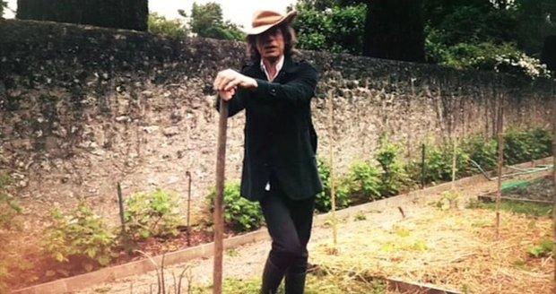 Mick Jagger v karanténě: Zelinář na záhoně