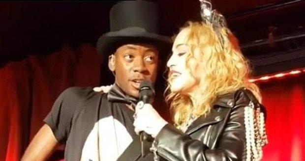 O implantátech v hýždích se u Madonny spekulovalo již dříve.