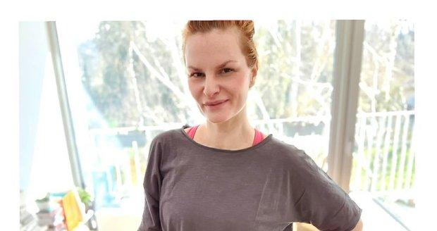 Iva Pazderková během karantény nelenivěla. Napekla si pekáč buchet.
