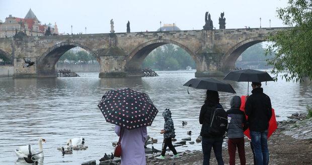 Počasí v Praze: Žádné babí léto! Bude pršet, oteplí se až o víkendu