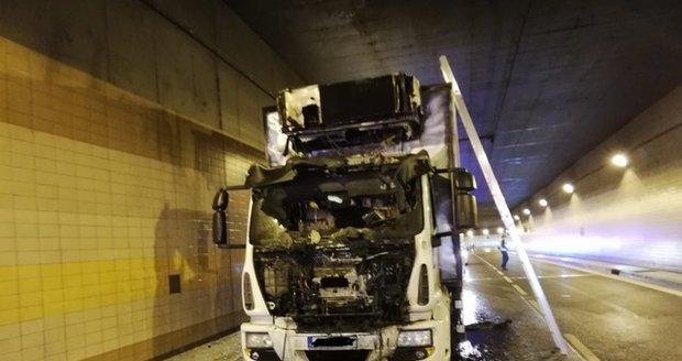 Požár nákladního auta v Brusnickém tunelu, 25. května 2020.